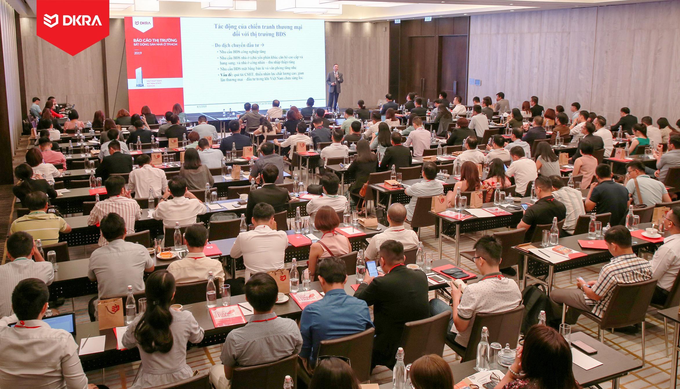"""Toàn cảnh sự kiện Báo cáo thị trường bất động sản nhà ở TP.HCM năm 2019 do DKRA Vietnam tổ chức với chủ đề """"Chinh phục thử thách"""""""