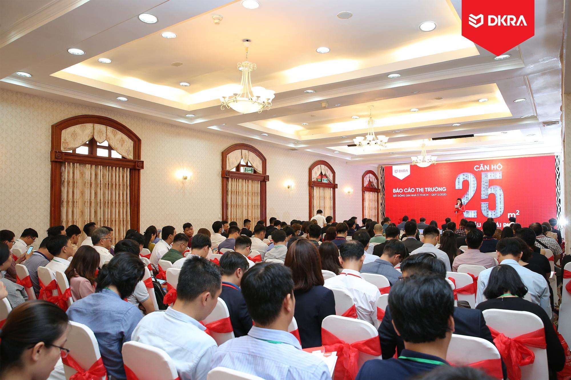 """Toàn cảnh sự kiện Báo cáo thị trường bất động sản nhà ở TP.HCM Quý 2/2020 do DKRA Vietnam tổ chức với chủ đề """"Căn hộ 25m2 - Nhu cầu & giải pháp""""."""